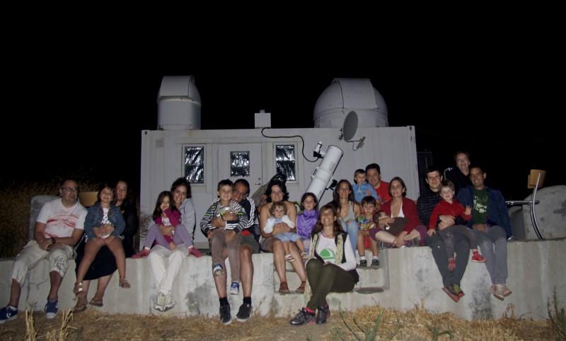 · Grupo de familias y amigos en el Observatorio Astronómico de La Alpujarra ·