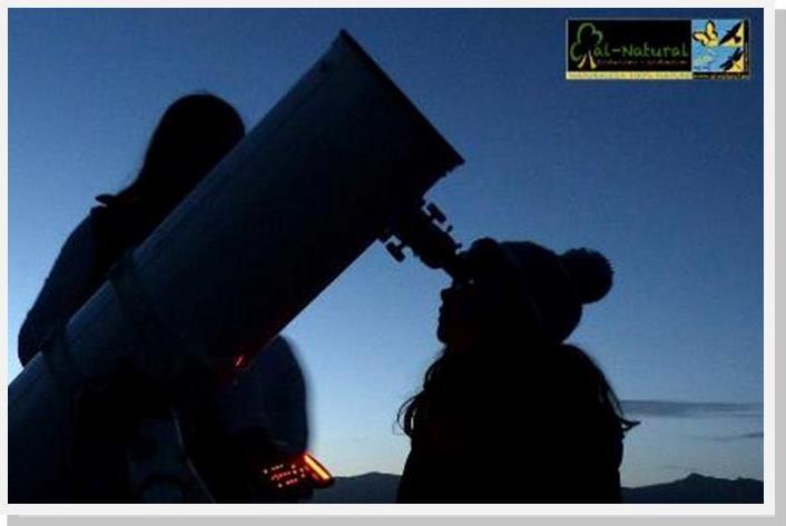 · Ilusión de una niña al observar por primera vez a través del telescopio | Foto: Jorge Garzón ·
